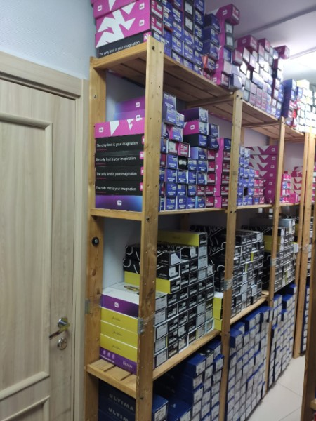 Склад лезвий бренда John Wilson (Англия) — 1100 пар в отдельно взятом магазине компании «Твизл»