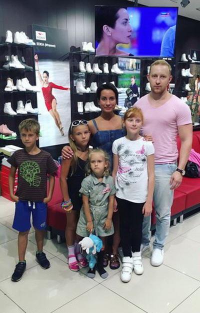 Олимпийская  чемпионка Сочи  2014, чемпионка Мира и Европы — Ксения Столбова  экипирует своих учеников в компании «Твизл»