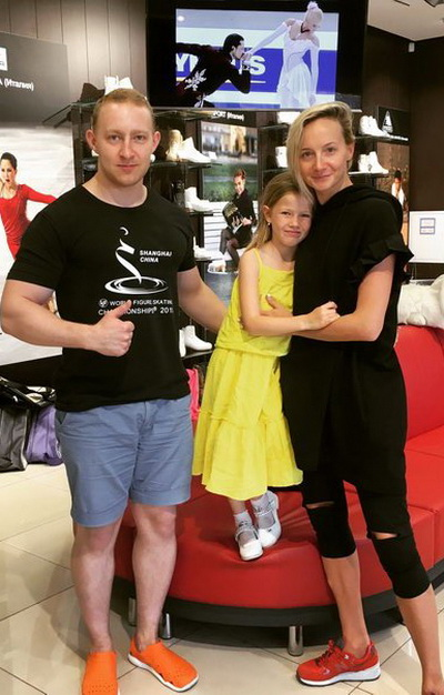 Призёр Олимпийских игр, чемпионка Мира и Европы Оксана Домнина экипирует свою дочь в компании «Твизл»