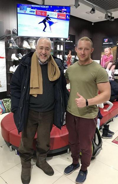 Николай Сванидзе экипирует свою внучку в компании «Твизл»