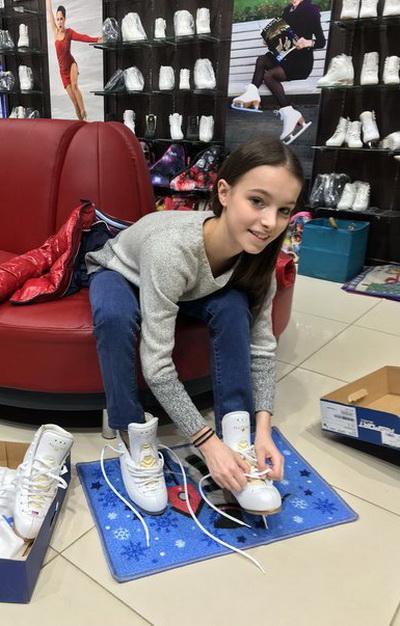 Ведущая фигуристкак сборной Страны 2017-2020 года Анна Щербакова экипируется в компании «Твизл»